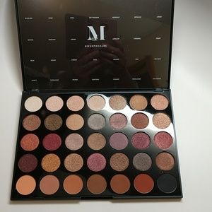 Morphe~  Fall into Frost Palette